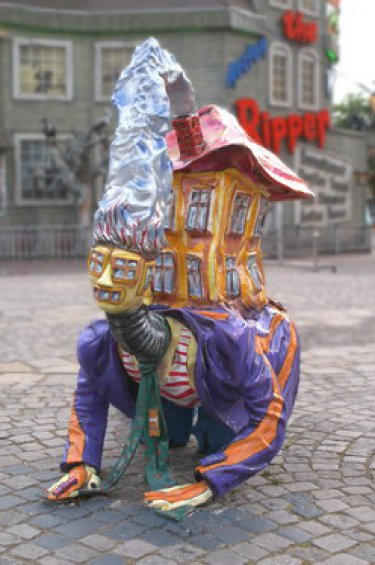 Schräge Figur im Wiener Prater